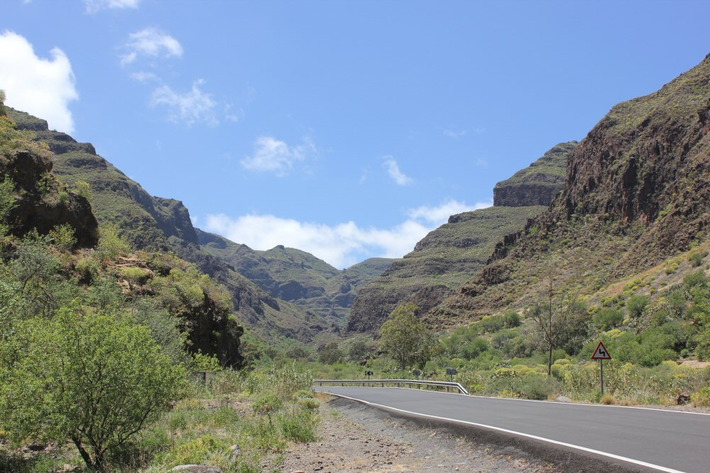 gran-canaria-mountains-view-road