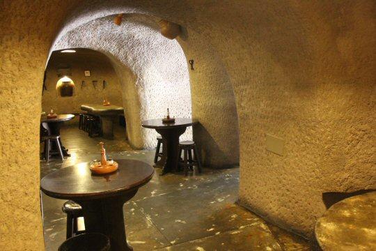 gran-canaria-mountains-restaurant-cave