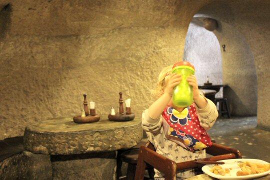 gran-canaria-mountains-restaurant-toddler