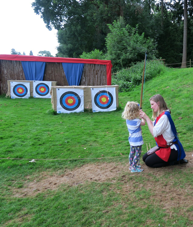 warwick-castle-girl-archery-holiday