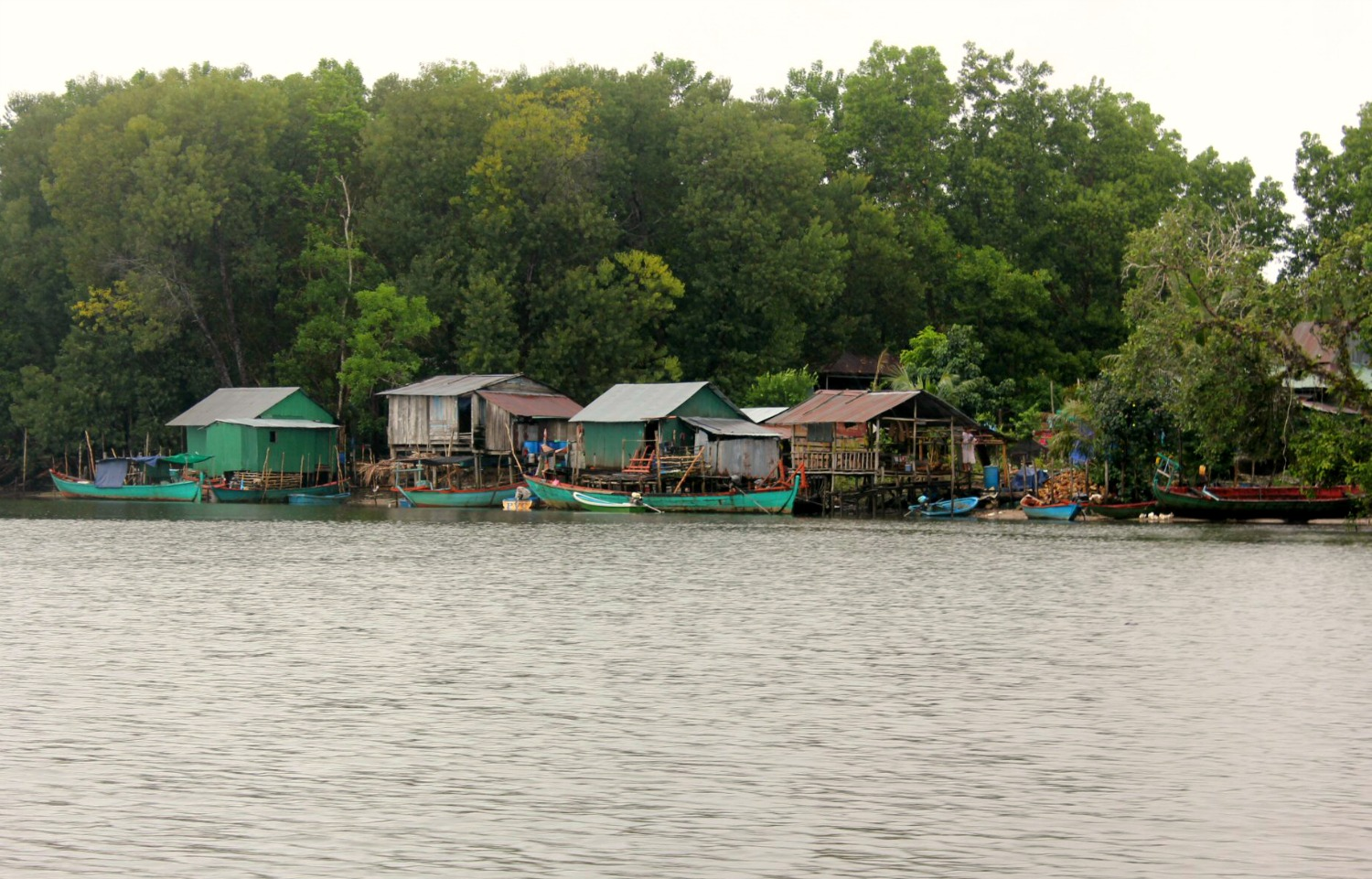 Houses by the side of the river Tatai - discovering Cambodia's Cardamom Mountains with kids