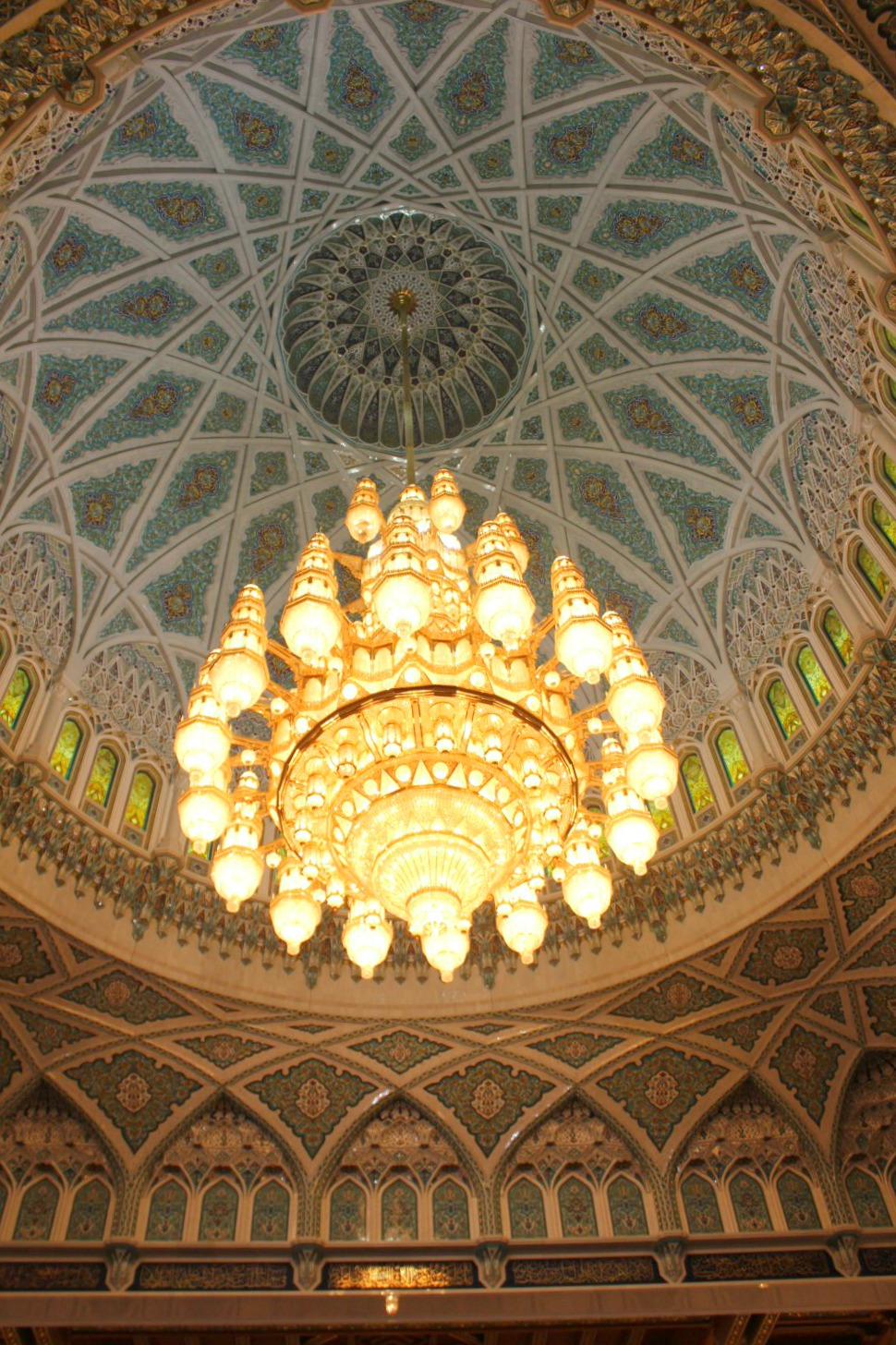 The huge chandelier in the men's prayer hall at the Sultan Qaboos Grand Mosque in Muscat - my tips for spending 24 hours in Muscat, Oman with kids