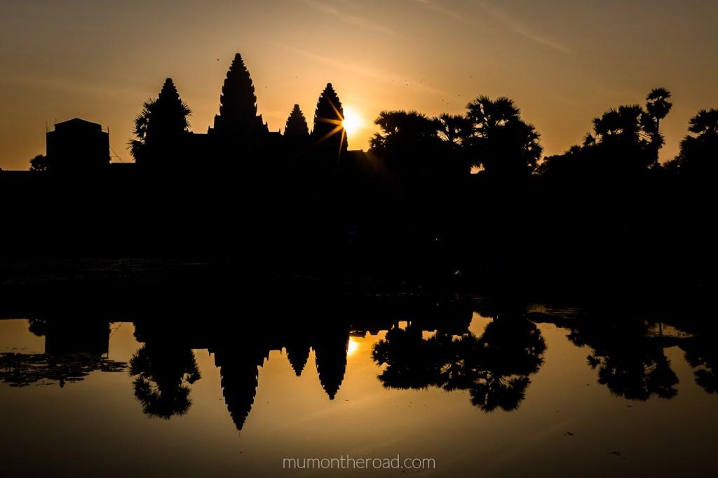 Lever de soleil sur Angkor Vat au Cambodge - Mumontheroad