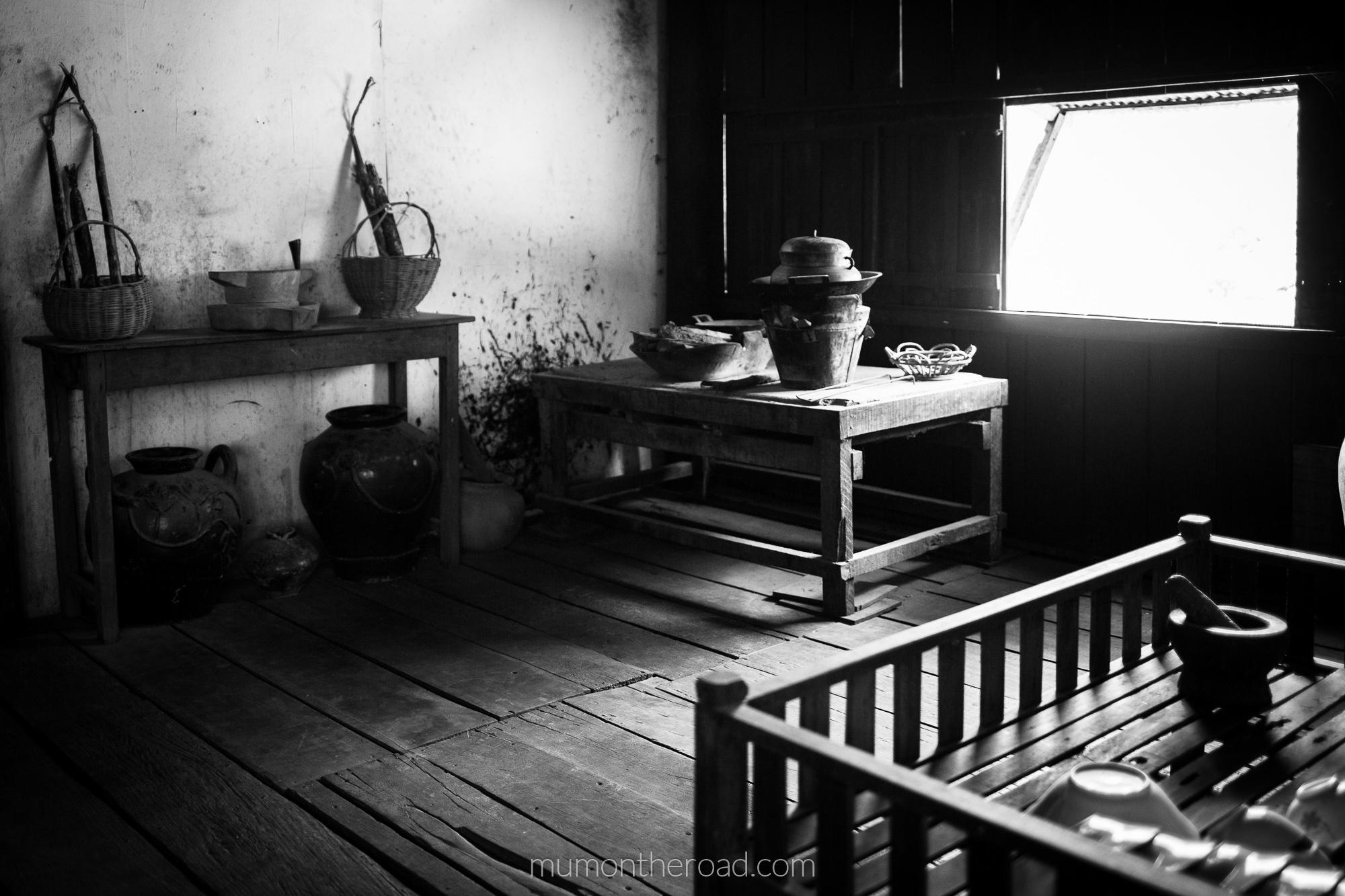 Cuisine d'une maison khmère traditionnelle au Sud de Battambang au Cambodge