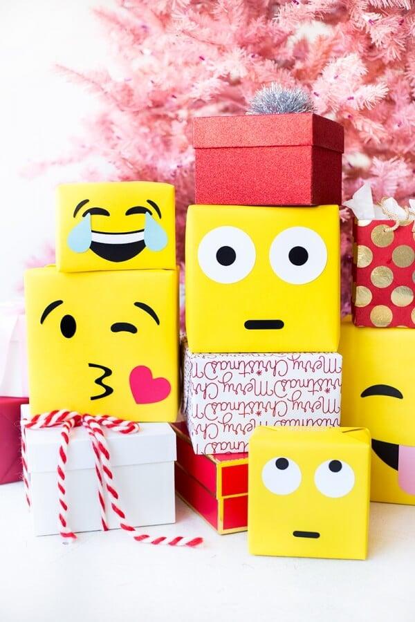 Studio DIY DIY Emoji gift wrapping