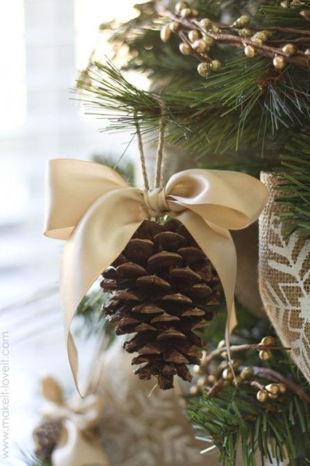 Christmas decorations - lovely homemade pine cone decorations with ribbon bows - soyvirgo.com