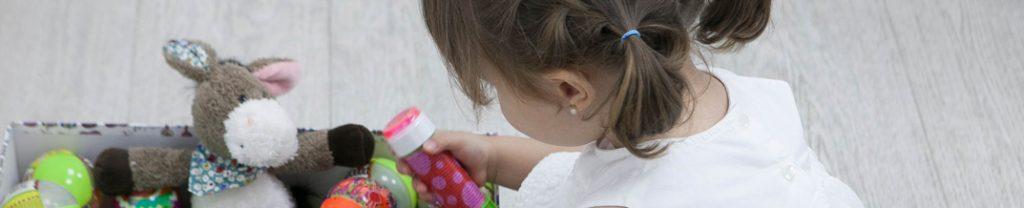 nina jugando odontopediatria