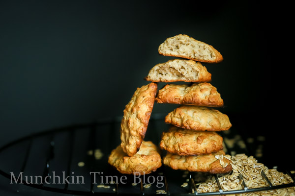 Banana and Oats Cookie Recipe-- - www.munchkintime.com #cookiesrecipe #bananarecipes