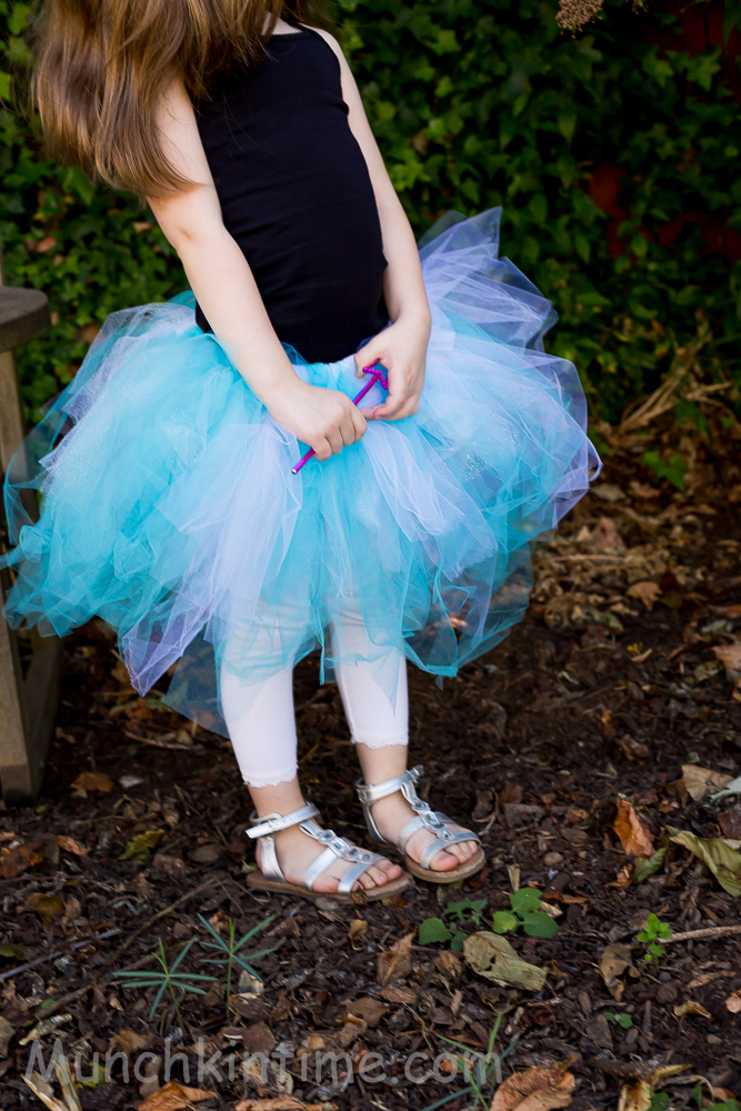 How To Make #Frozen #Tutu – Easy DIY Tutorial -It is a super easy DIY, it's fast to create and finally it is CHEAP. http://www.munchkintime.com/