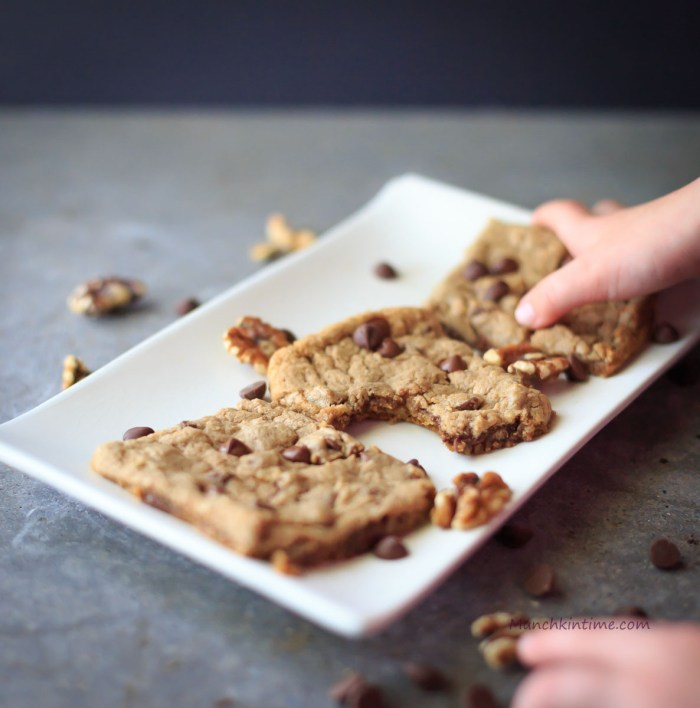 The Most Chewy Chocolate Chip and Walnuts Cookies