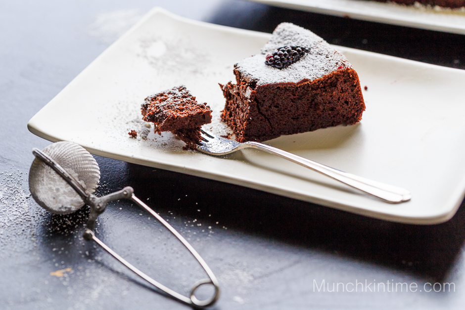 3 Ingredients Gluten Free Chocolate Cake