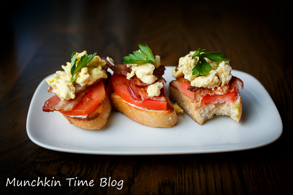 Tomato Bacon Egg Open Faced #SandwichRecipe http://www.munchkintime.com/