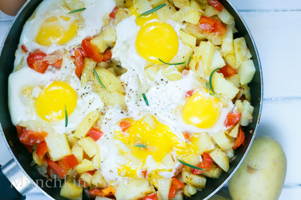 Simply Delicious Potato Hash and Eggs Breakfast Recipe #potatohash #breakfastrecipe http://www.munchkintime.com/
