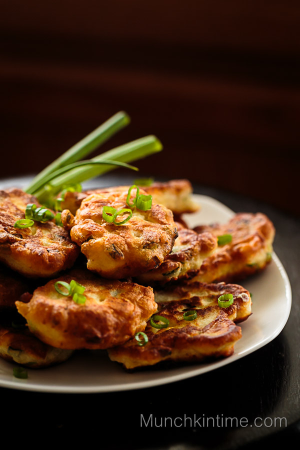 Chicken Pancakes with Green Onion // www.munchkintime.com