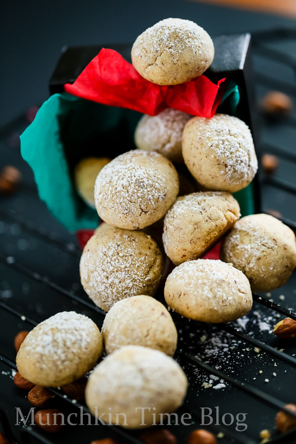 Hazelnut Cookies aka Russian Tea Cakes  Recipe.  These Hazelnut Cookies will melt in your mouth - www.munchkintime.com #russianteacakes #cookierecipe