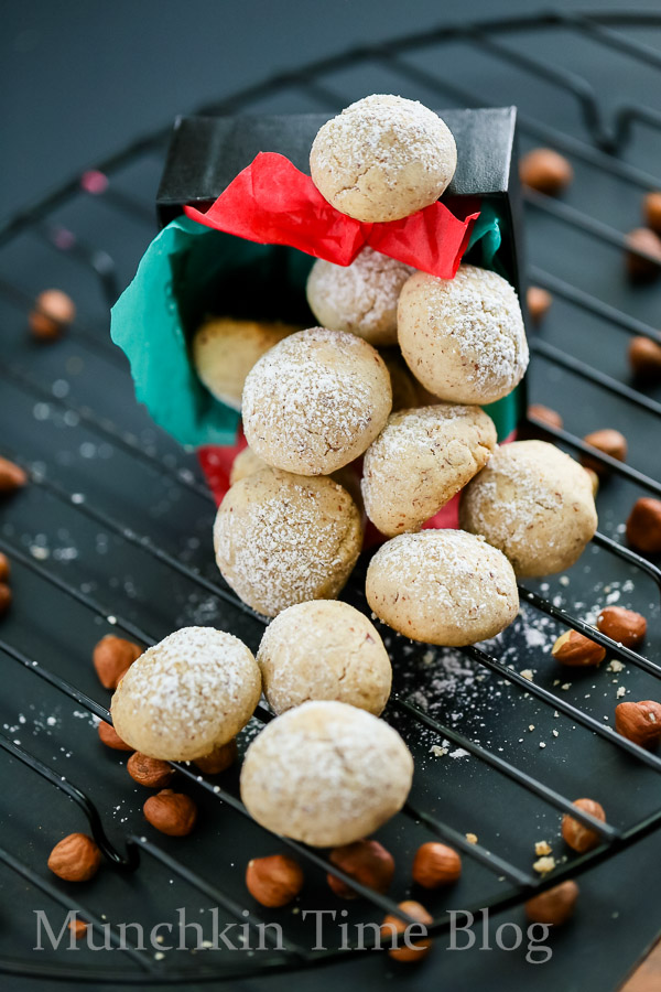 Hazelnut Cookies Recipe aka Russian Tea Cakes  These Hazelnut Cookies will melt in your mouth - www.munchkintime.com #russianteacakes #cookierecipe