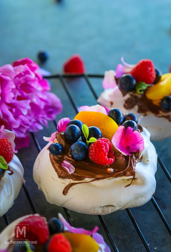 Blueberry Peach Nutella Pavlova Recipe - melt in your mouth dessert! #pavlovarecipe