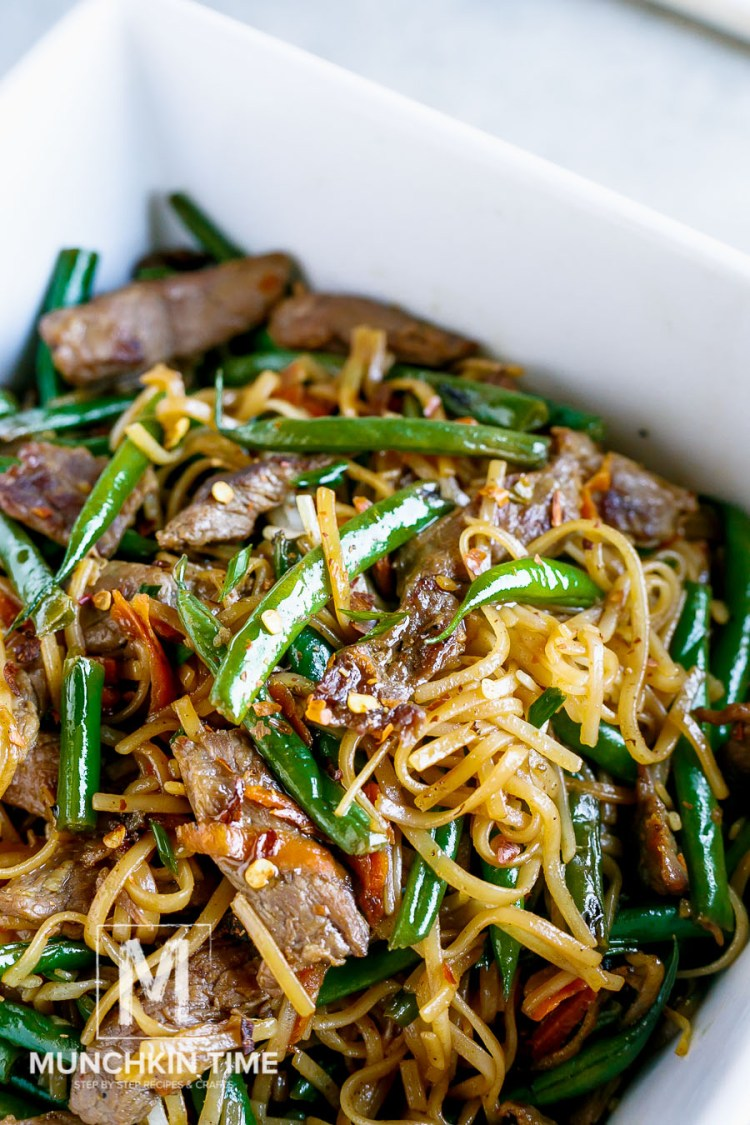 30 Minute Gluten-Free Beef Lo Mein Recipe - this dinner meal is bursting with delicious flavor. Made of Flank steak, crunchy green beans, grated carrot and amazing sauce to complete this Chinese dish. LIKE & Share!