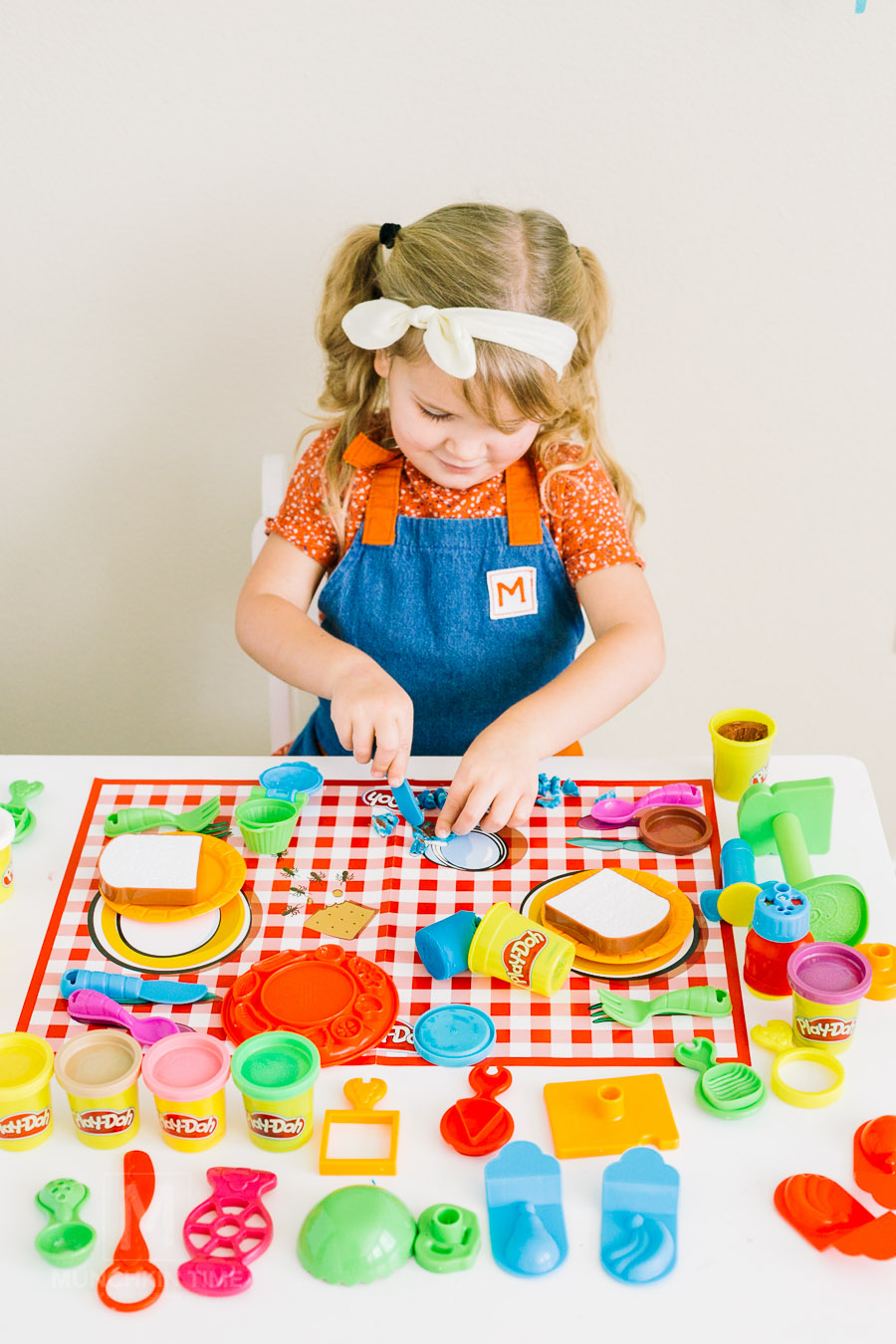 Best Kids Toys 2017 - a top toy list to get for kids this holiday season. I am so excited to partner up with Fred Meyer Store and help you pick the best toys for your little thinker, artist, imaginative or outdoor munchkin.