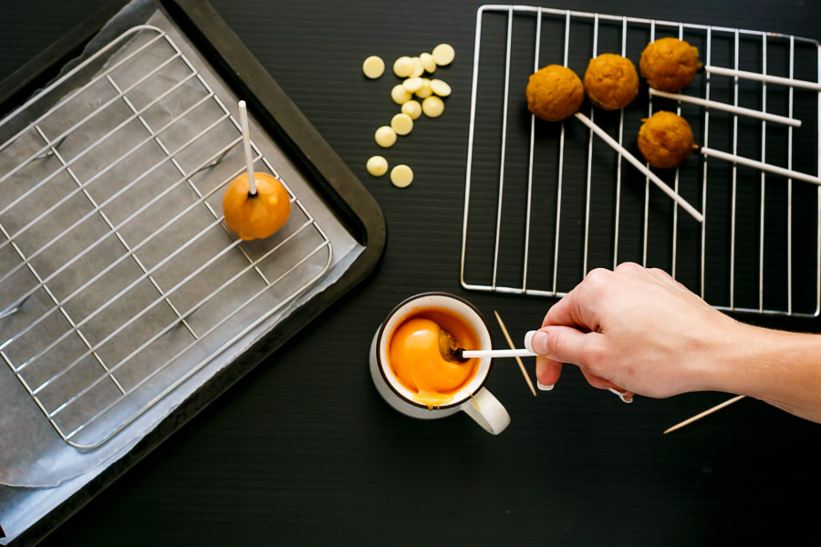 Hazelnut Pumpkin Cake Pops Recipe with step by step pictures and video. They are super easy to make and taste so delicious!