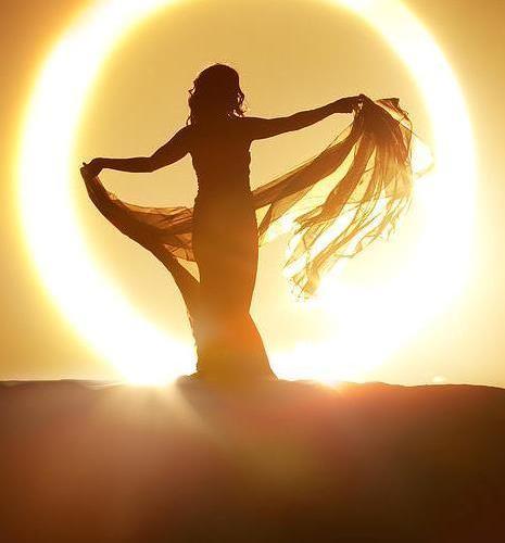 jNn7kcgQUCPVDbUuNiEo_woman-sun-goddesscrop
