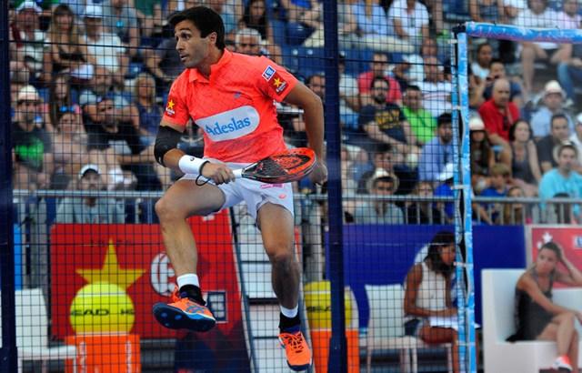 Fernando Belasteguín celebra el número 1 en el pádel