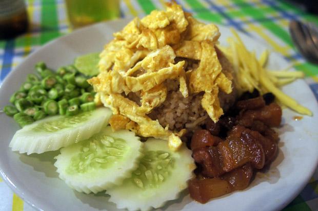 Rice-with-omelete-Kao-Klu-Kapi