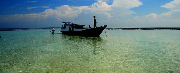 La isla de Kalimantan y una de sus playas