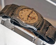 Reloj de una de las víctimas parado a las 8:15