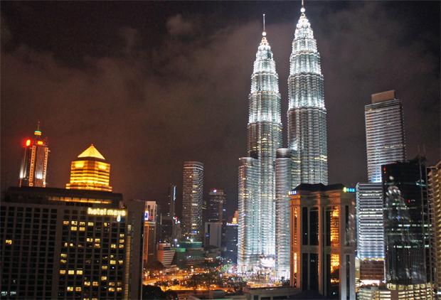Petronas-de-noche