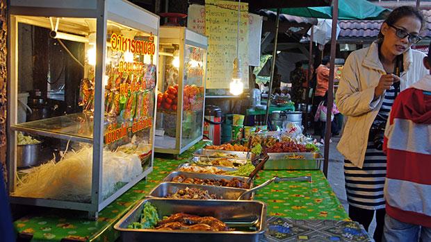 Pradas-de-comida-en-Khao-yai
