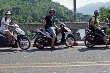 Un día de Kanchanaburi a las Cascadas de Erawan en moto