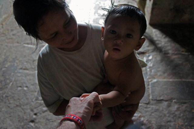 Niño-en-Angkor-Wat