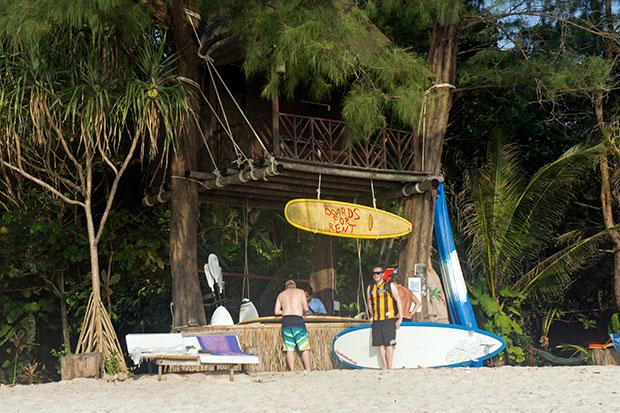 Alquiler-de-tablas-de-surf-en-Ao-Yai