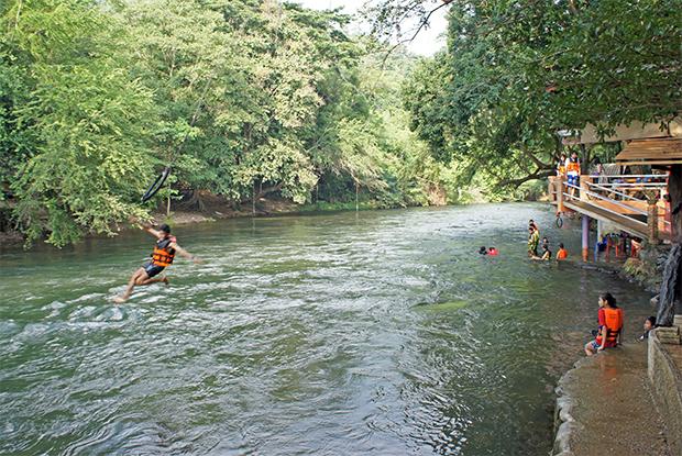 Saltando-al-río