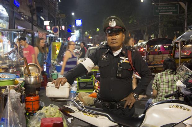 Policia en Khao San