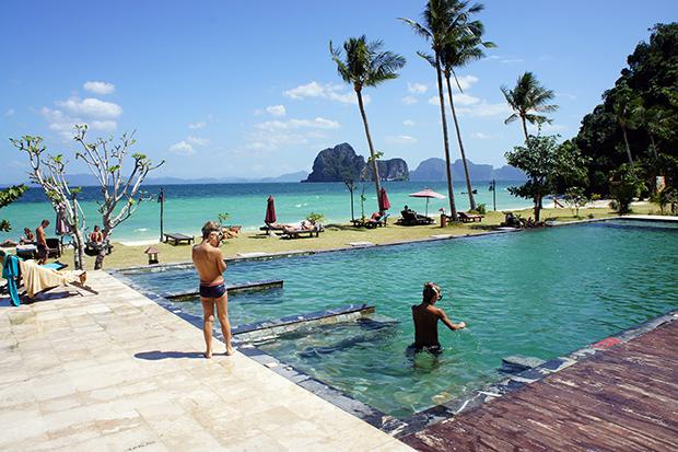 Piscina-de-thanya-resort-en-Koh-Ngai