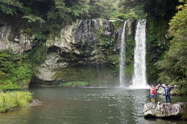 Cascada Cheonjeyeon-Falls