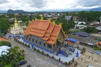 El nuevo y original Templo Azul o Wat Rong Suea Ten de Chiang Rai