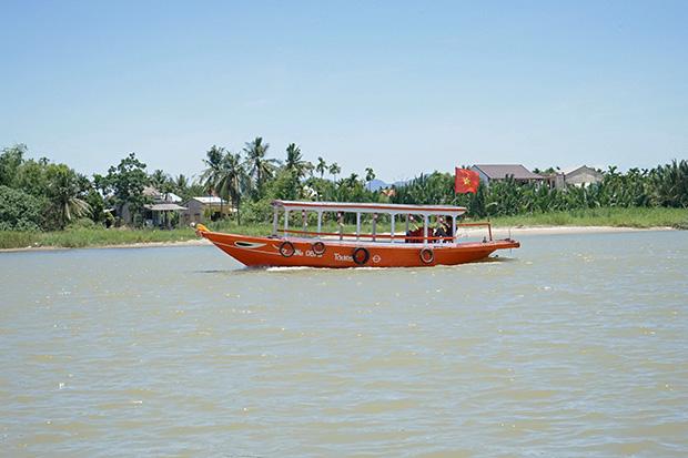 Barca-por-el-río-2