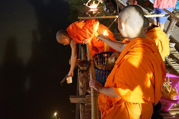 Monjes en Yee Peng