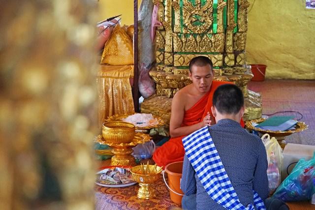 monje-laosiano