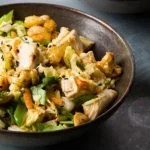 Salada com gergelim