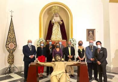 Emotivo acto de veneración extraordinaria del Cristo de la Fe con los invidentes de la ONCE