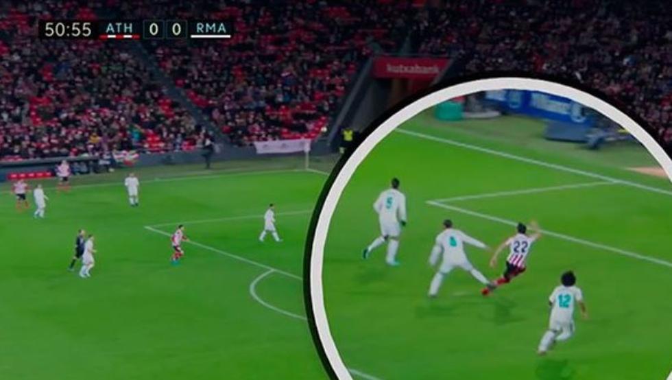 El momento por el que Raúl García pide penalti