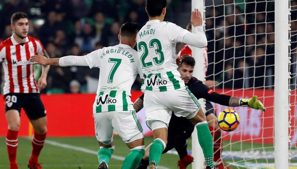 Herrerín salvó un claro gol en el primer tiempo
