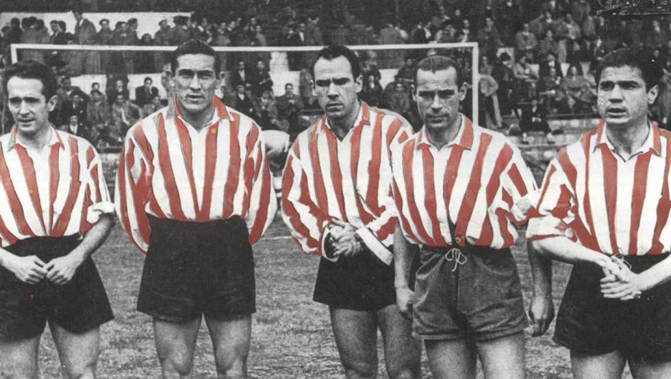 Venancio, segundo por la izquierda, se salió ante los canarios en 1952