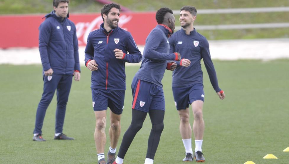 Yeray, Raúl García y Williams, durante el entrenamiento en Lezama de esta tarde.