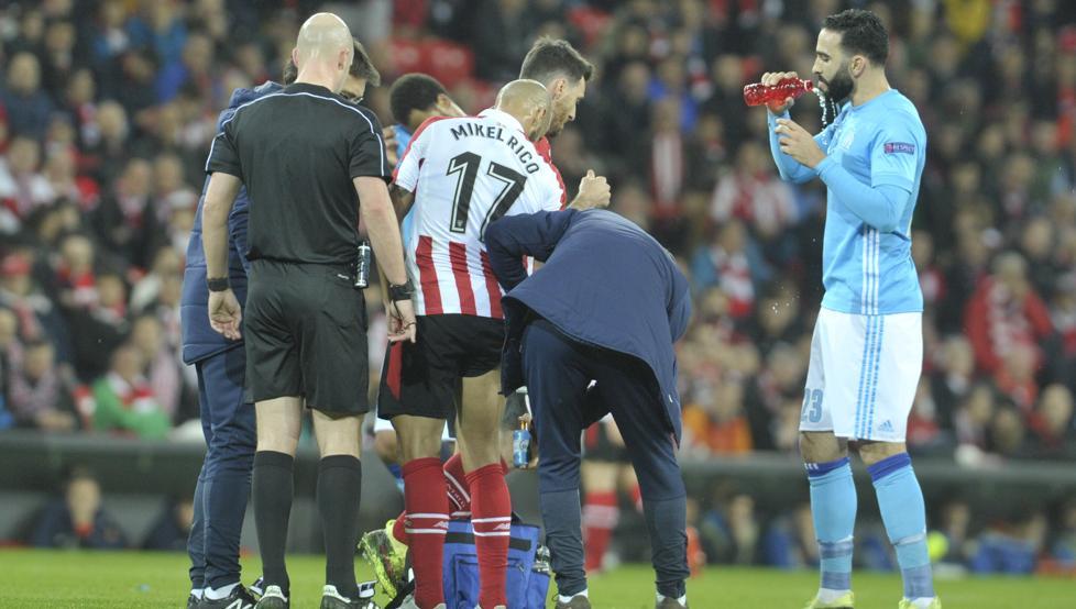 Rico se lesionó ante de la media hora de juego ante el Olympique