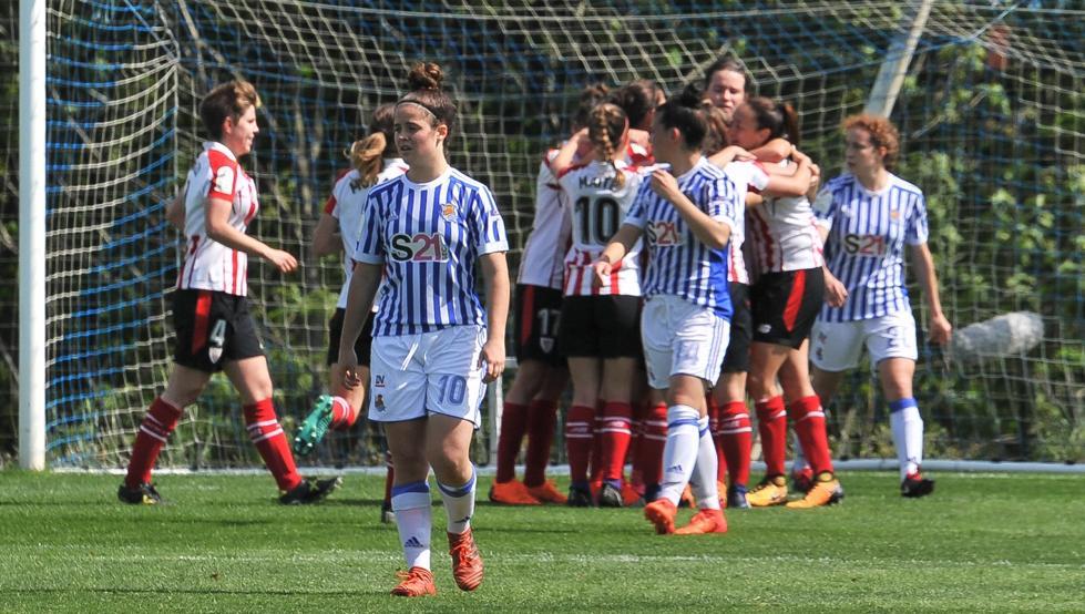 Las rojiblancas celebran uno de sus goles del pasado sábado en Zubieta.